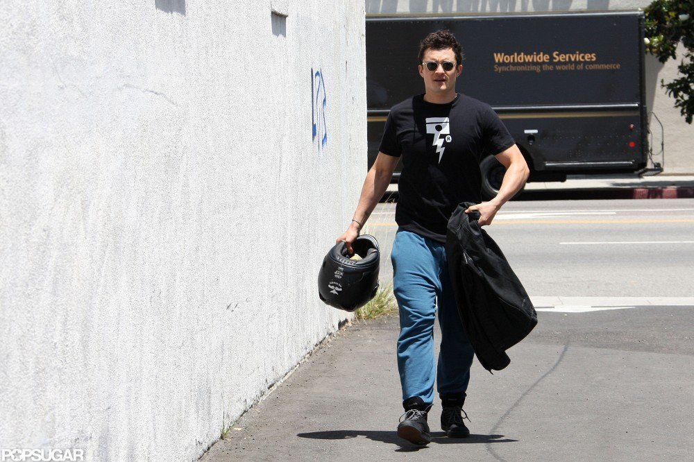 Orlando Bloom carried his helmet as he went for a workout.