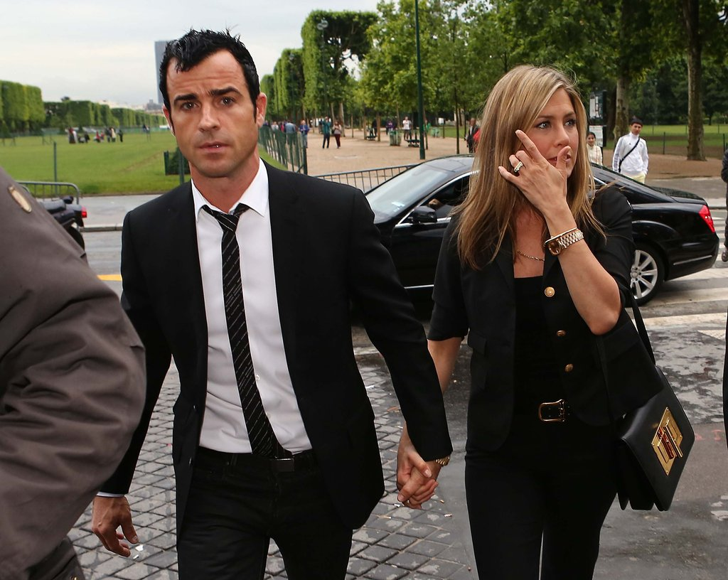 Jennifer Aniston and Justin Theroux Visit Eiffel Tower For a Romantic Dinner
