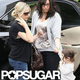 Sarah Michelle Gellar covered up her pregnant stomach.