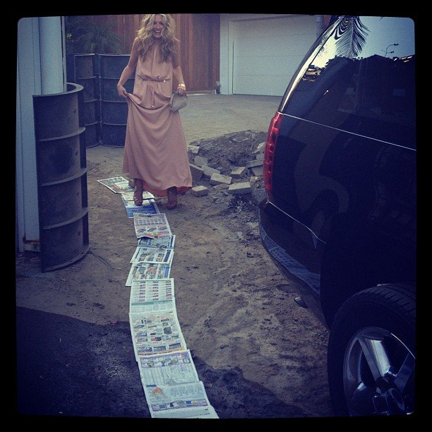 Cat Deeley didn't have to risk getting her dress dirty, thanks to lots of newspaper and a helpful driver. Source: Instagram user catdeeley