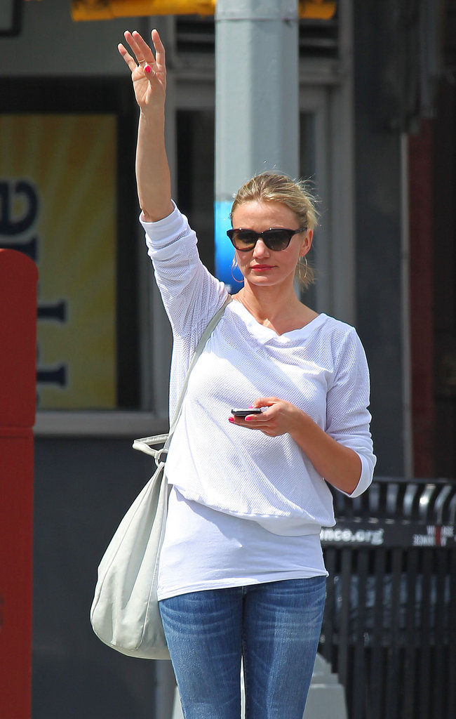 Cameron Diaz tried to get a taxi in NYC.