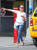 Cameron Diaz got a taxi in NYC.