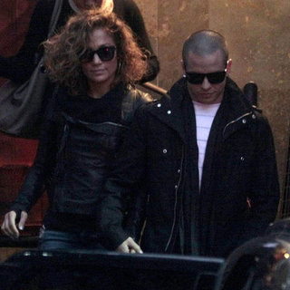 Jennifer Lopez Curly Hair Pictures With Casper Smart