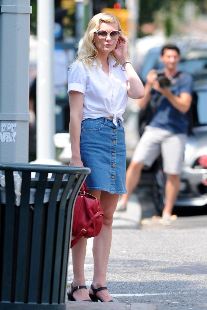 Kirsten Dunst further proved her status as a Summer style icon in this simple white top and denim skirt combo — for a double dose of cool, carry a colorful tote, too.