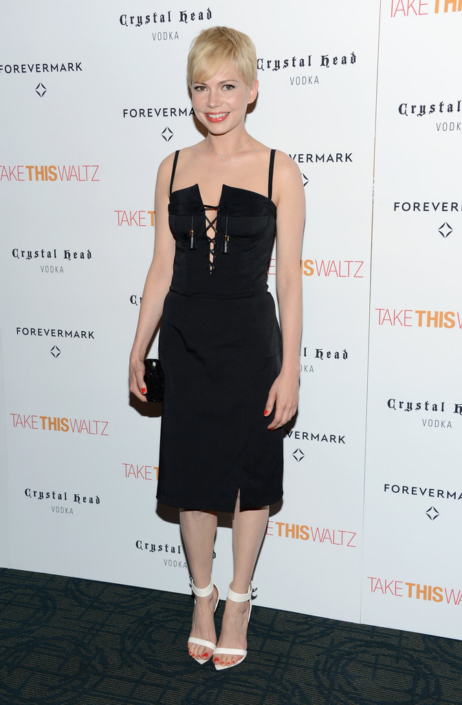 Michelle Williams wore an LBD.
