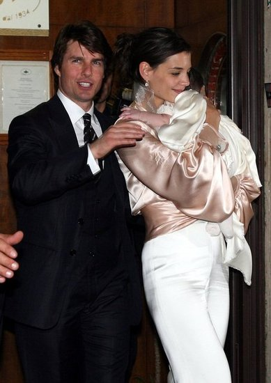 Tom Cruise and Katie Holmes left their rehearsal dinner with Suri.