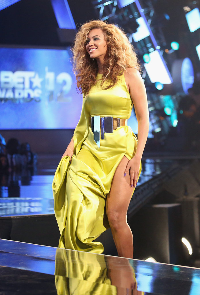 Beyonce Knowles wore a Stéphane Rolland gown with a high slit.