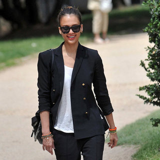 Jessica Alba Shops in Paris Pictures