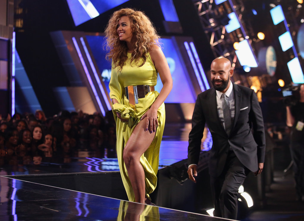 Beyonce's slit Stéphane Rolland gown revealed a little leg as she made her way to the stage.
