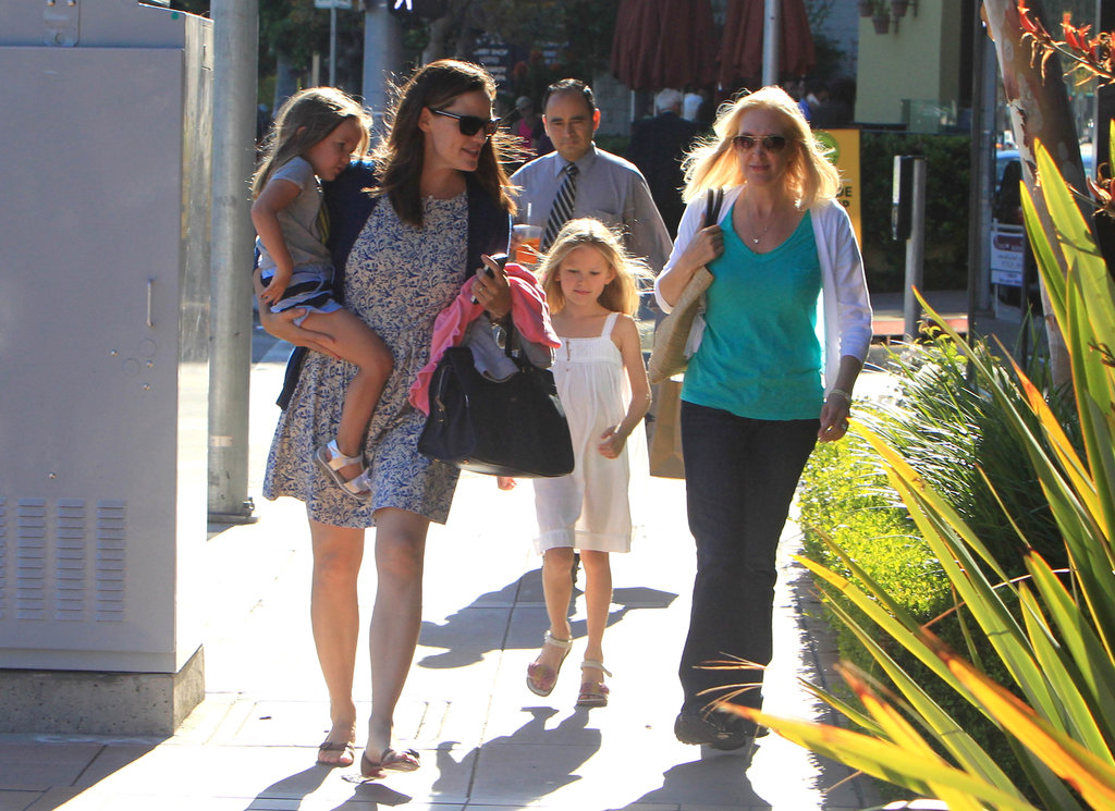 Jennifer Garner got lunch with Seraphina Affleck and Violet Affleck.