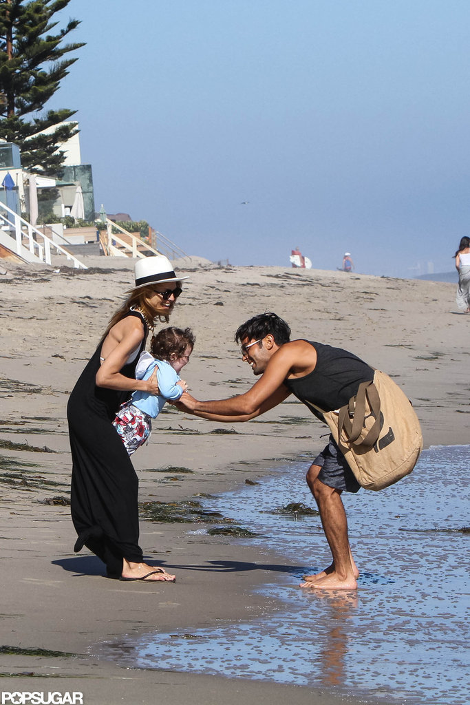 Rachel Zoe played with Skyler on the beach in Malibu.