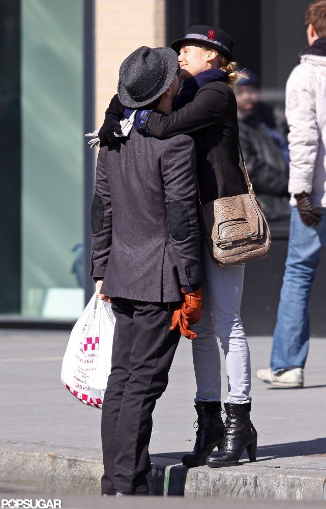 In February 2009, Diane Kruger and Joshua Jackson kissed in NYC.