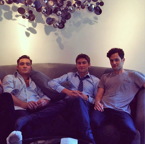 Ed Westwick, Chace Crawford, and Penn Badgley took a break on the Gossip Girl set.  Source: Twitter user DavidSchwitzer