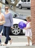 Jennifer Garner stopped by the Brentwood Country Mart with Violet.