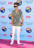 Justin Bieber wore white pants and a camo teeshirt for the Teen Choice Awards.