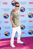 Justin Bieber rocked white pants at the Teen Choice Awards.