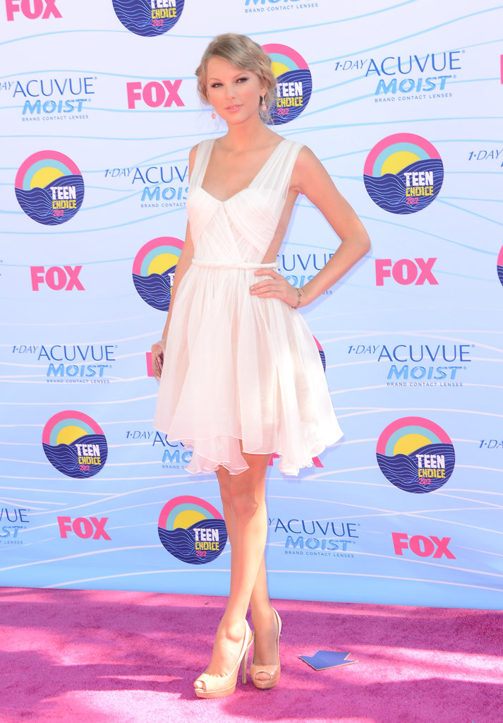 Taylor Swift had her hand on her hip at the Teen Choice Awards.