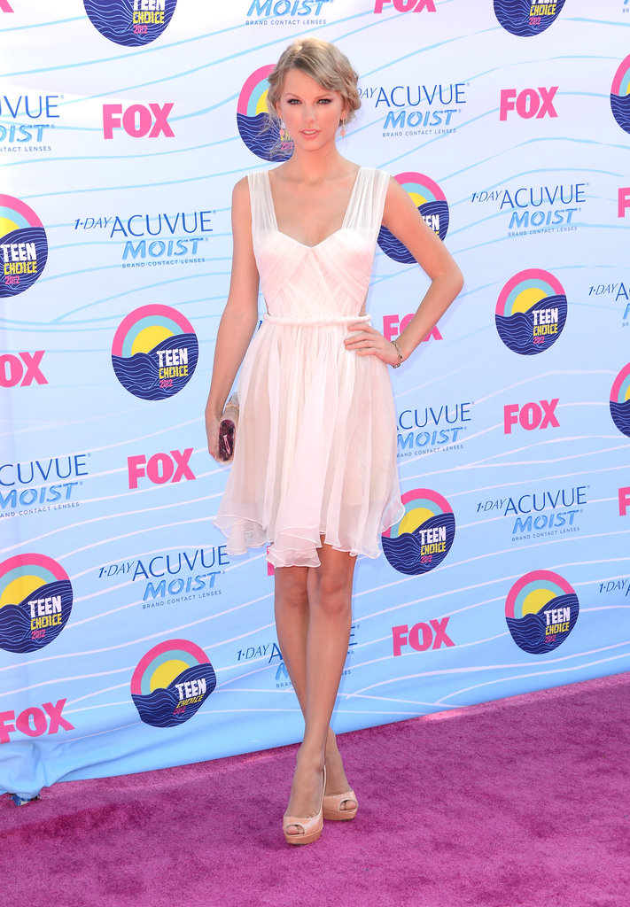 Taylor Swift gave a smile at the Teen Choice Awards.