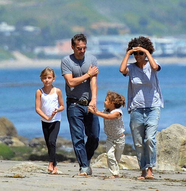 Halle Berry hit the beach in Malibu with Olivier Martinez, Nahla Aubry, and a friend.