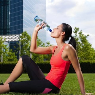How Much Water Should You Drink When Exercising in the Heat?