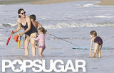 Jennifer Garner played with daughters Violet and Seraphina in Puerto Rico.