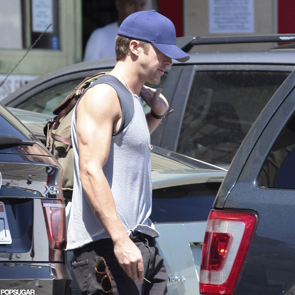Ryan Gosling showed off his muscles.