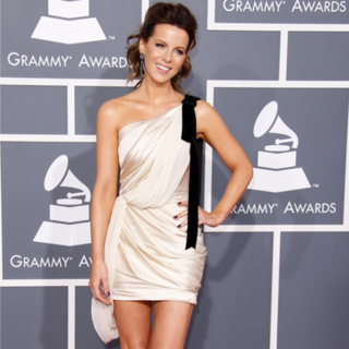 Kate Beckinsale's Yoga Leg Workout