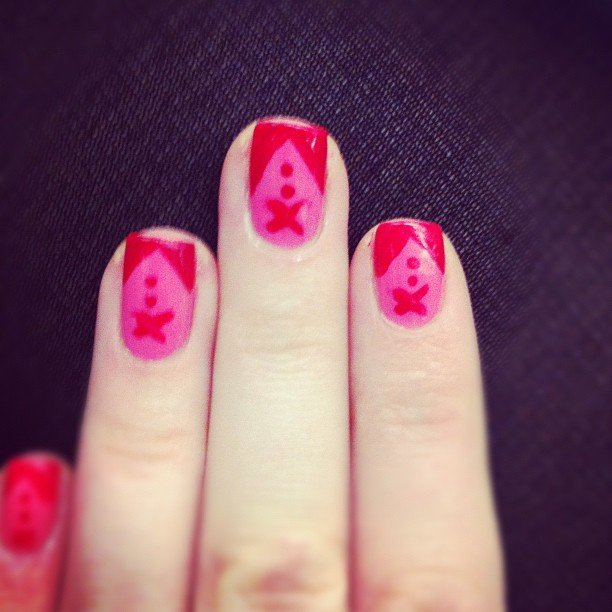 It may be casual Friday but Alison's nails dediced to dress up for the occasion.