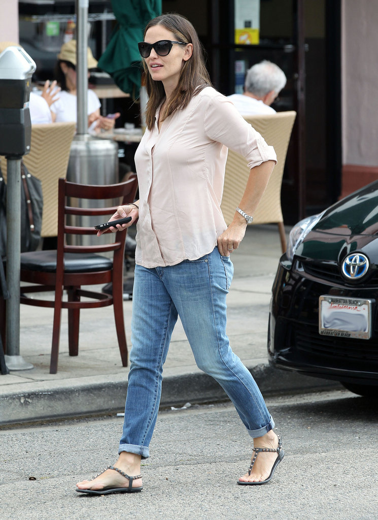 Jennifer Garner headed for a juice treat in LA.