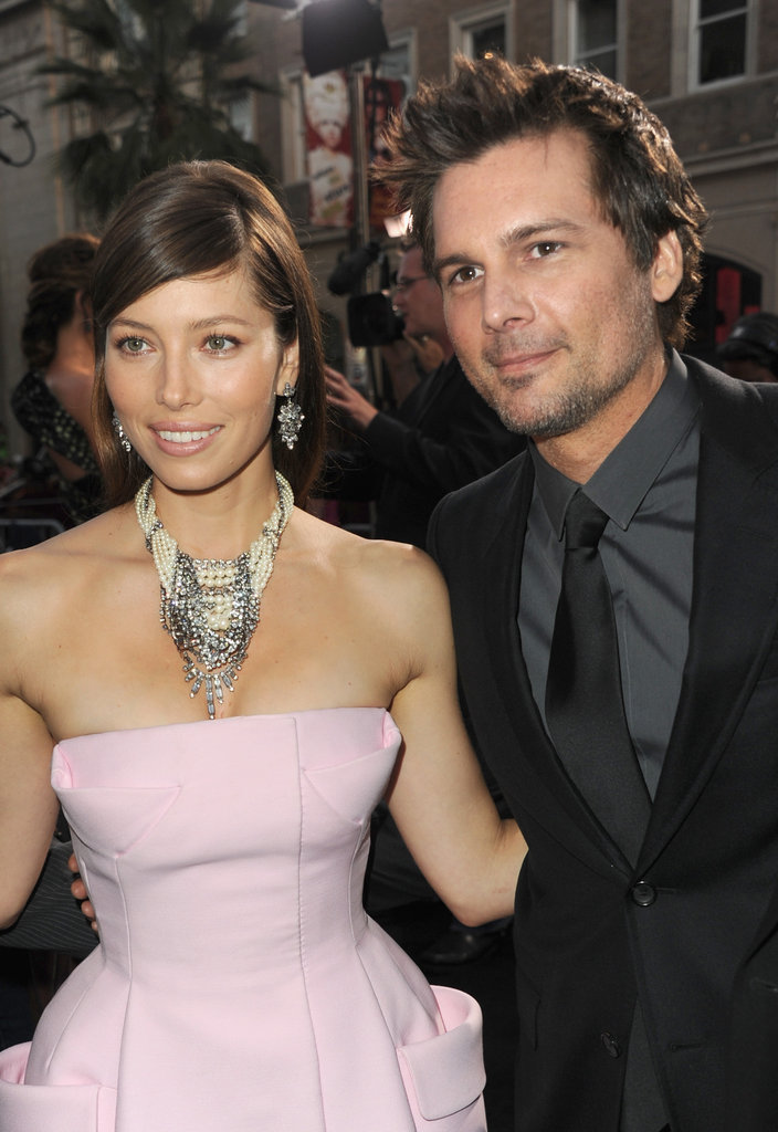 Jessica Biel posed with Len Wiseman at the Total Recall premiere in LA.