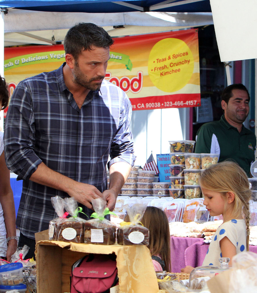 Ben Affleck and daughters Seraphina and Violet picked up some snacks at the farmers market.