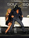 Tim McGraw and Faith Hill goofed around during their news conference at the Venetian in Las Vegas.