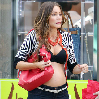 Sofia Vergara Fake Baby Bump on Modern Family Set