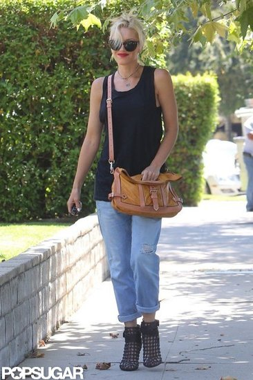 Gwen Stefani looked cute and casual in a blank tank top and jeans.