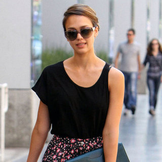 Jessica Alba Dines at Ivy and Animal | Pictures