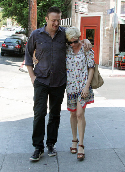Jason Segel and Michelle Williams put their arms around each other.