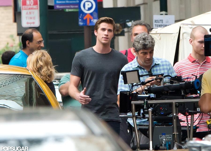 Liam Hemsworth wore a gray t-shirt on set.
