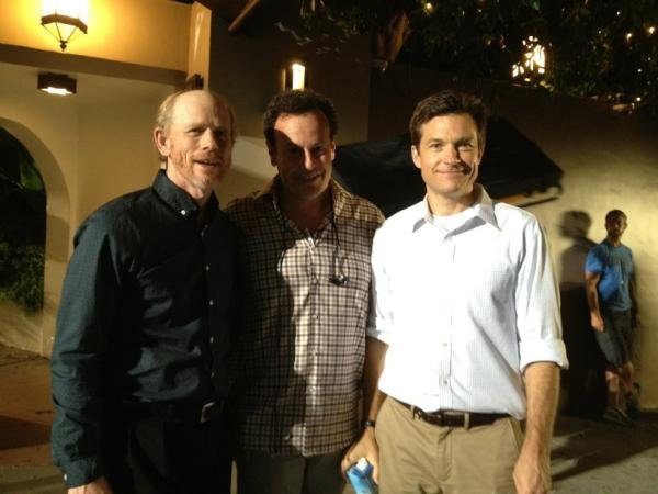 Ron Howard tweeted about cameoing on Arrested Development and posed with star Jason Bateman. Source: Twitter user @RealRonHoward