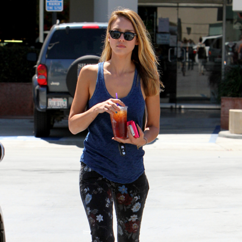 Jessica Alba Wearing Floral Jeans 2012 (Video)