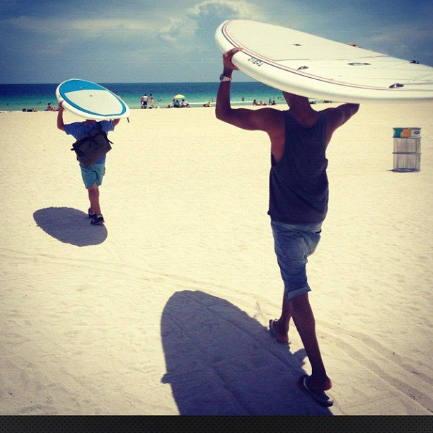 Doutzen Kroes and Sunnery James went surfing with friends.  Source: Instagram User doutzenkroes1