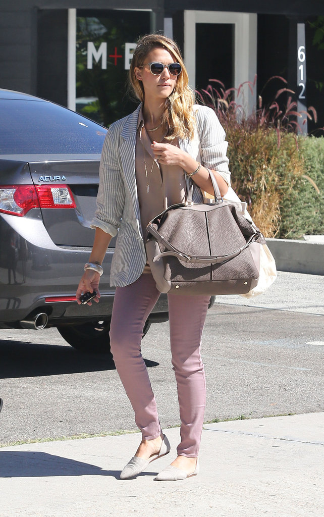 Jessica Alba carried her purse and keys.