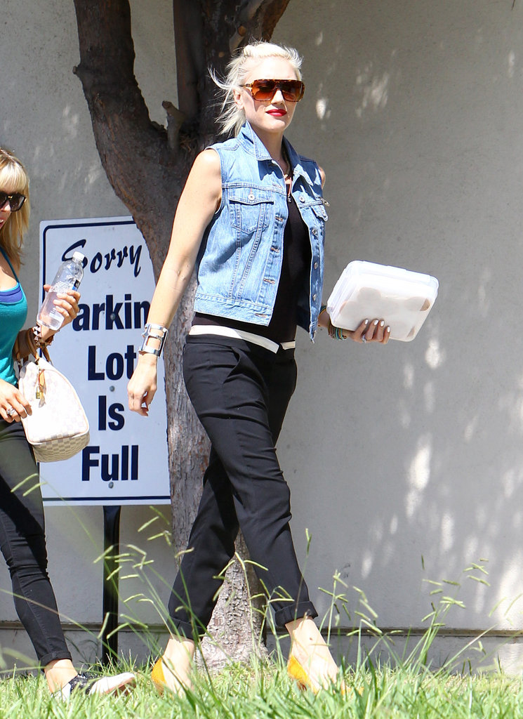 Gwen Stefani wore a white belt.