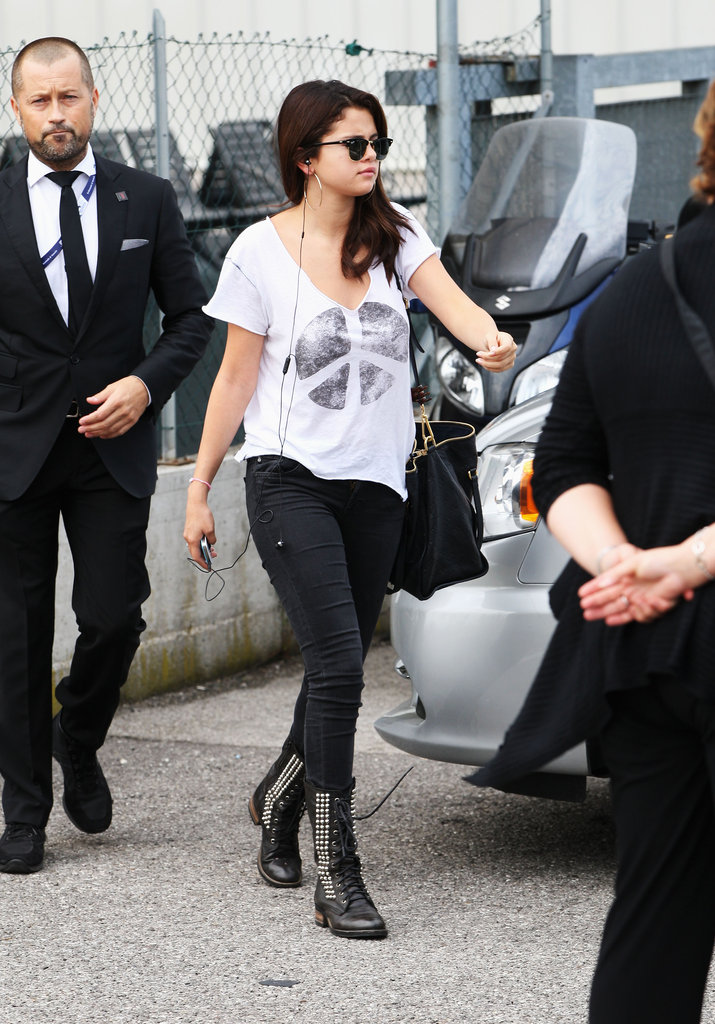 Selena Gomez just arrived in Venice, adding quite the laid-back vibe into the mix. Between the printed tee, skinny jeans, and embellished moto boots, she's certainly taken a tougher stance on her styling.