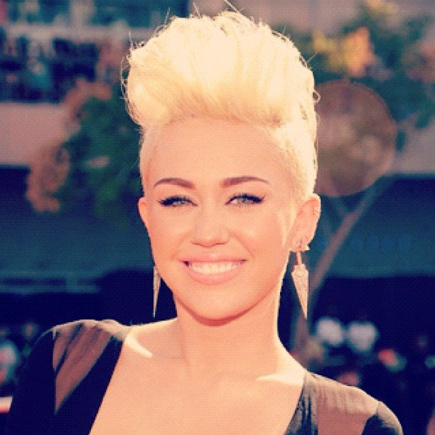 Miley Cyrus showed off her new style on the red carpet.  Source: Instagram user mtv