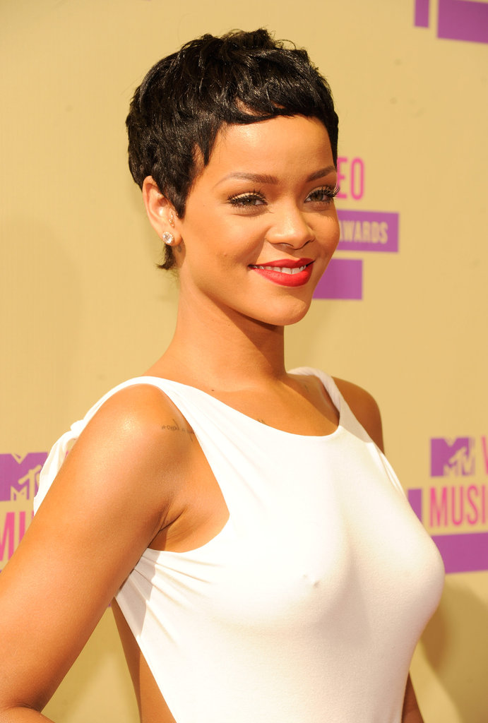 Rihanna smiled on the red carpet.