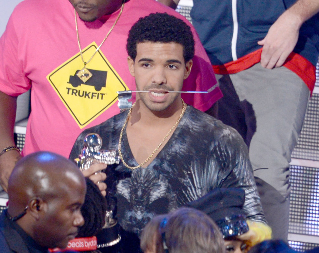 Drake picked up a Moonman at the MTV VMAs.