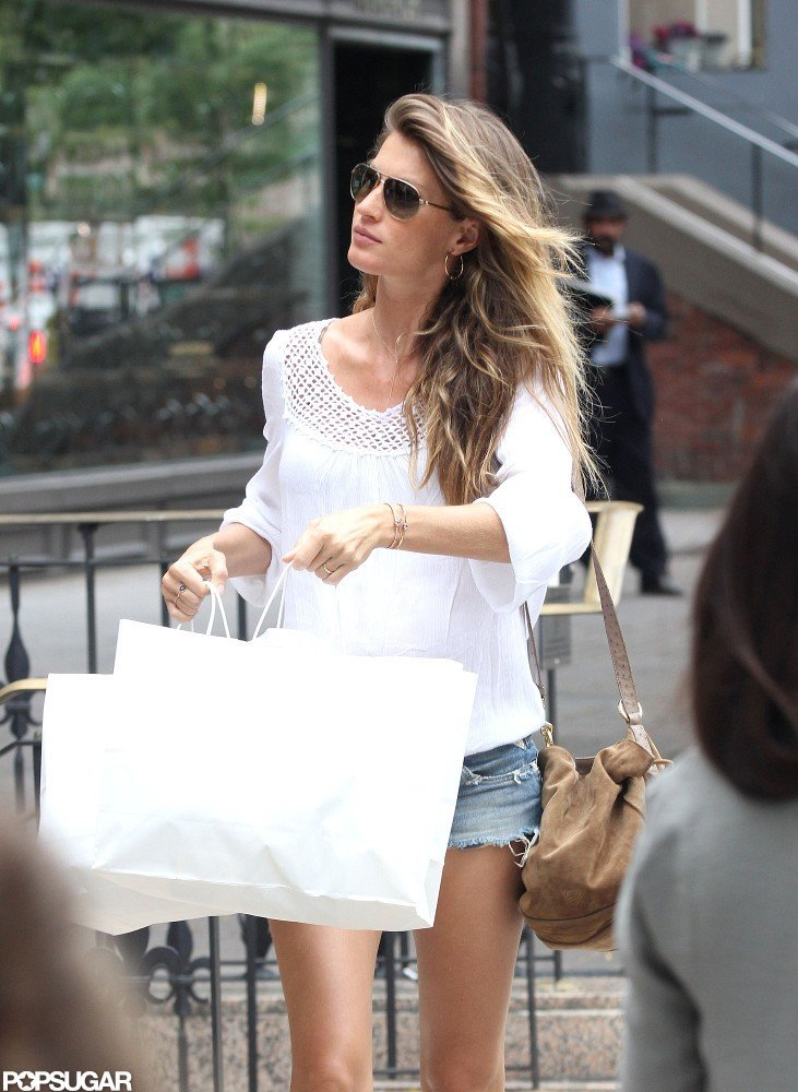 Gisele Bundchen went shopping solo in Boston.