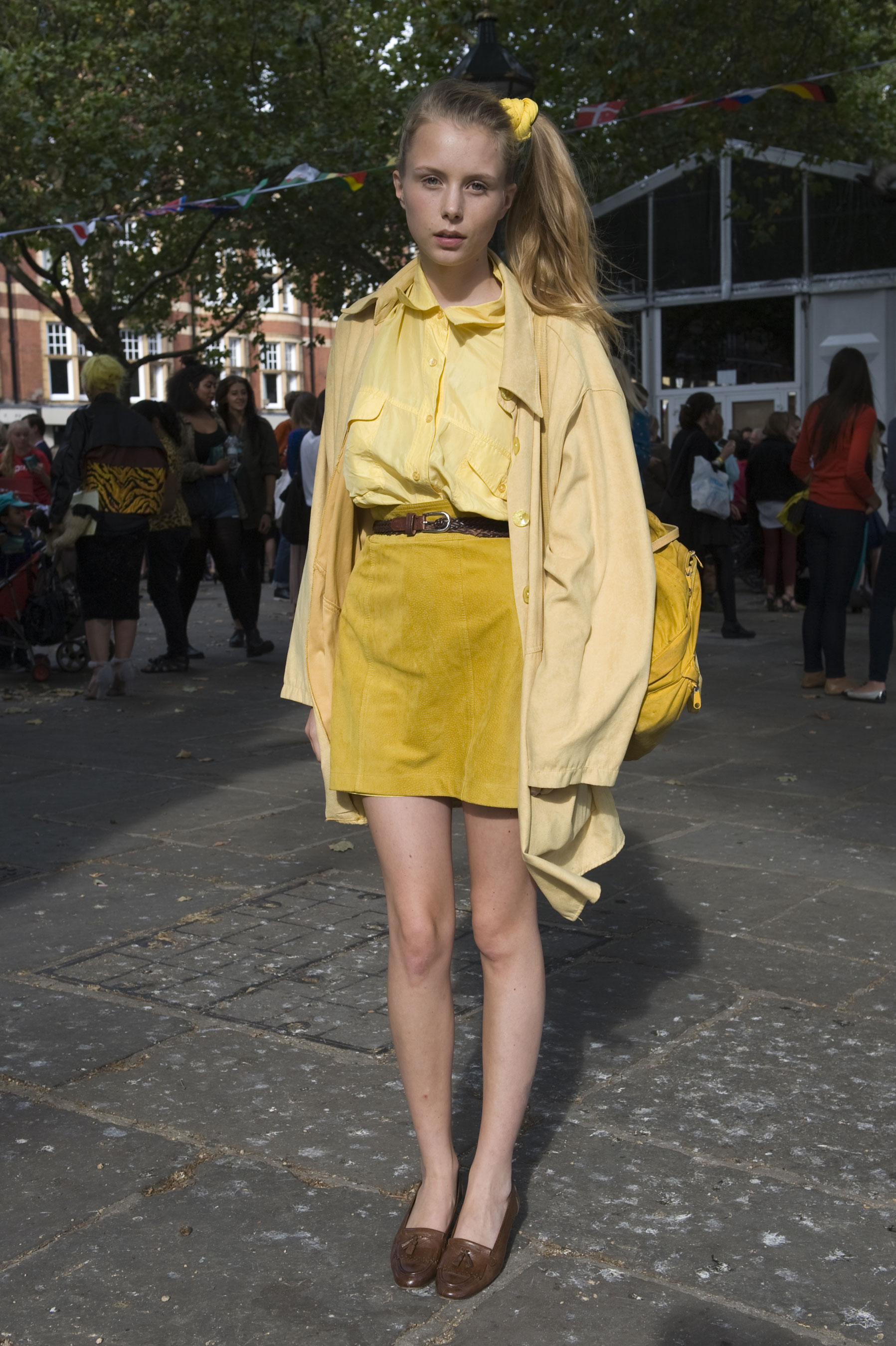 Monochromatic color play in shades of perky yellow livened up these preppy pieces.