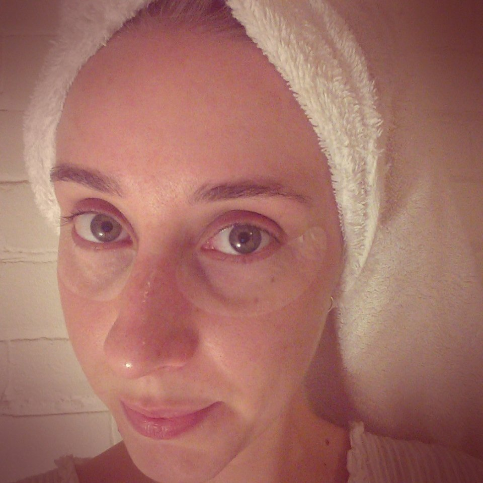 Not very glamorous, I know, but it was all about the at-home facial. Here's the dark circles under my eyes drinking up the Thalgo hydrating eye pads!