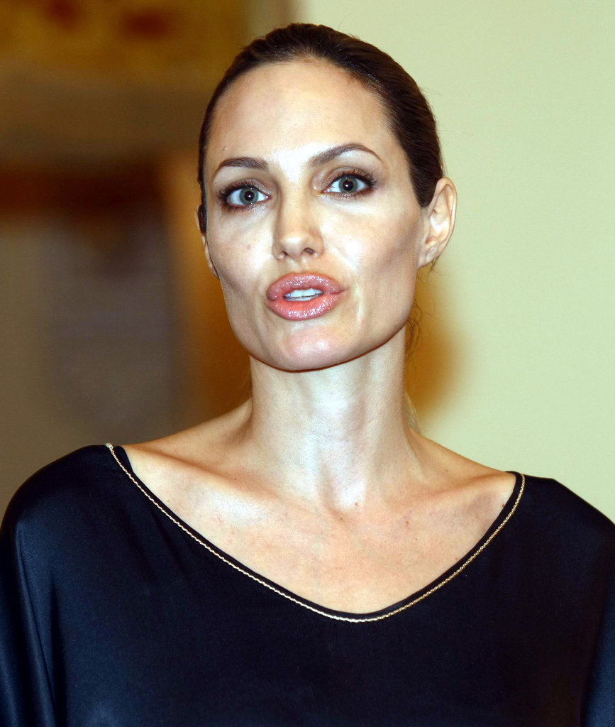 Angelina Jolie kept her hair and makeup simple.